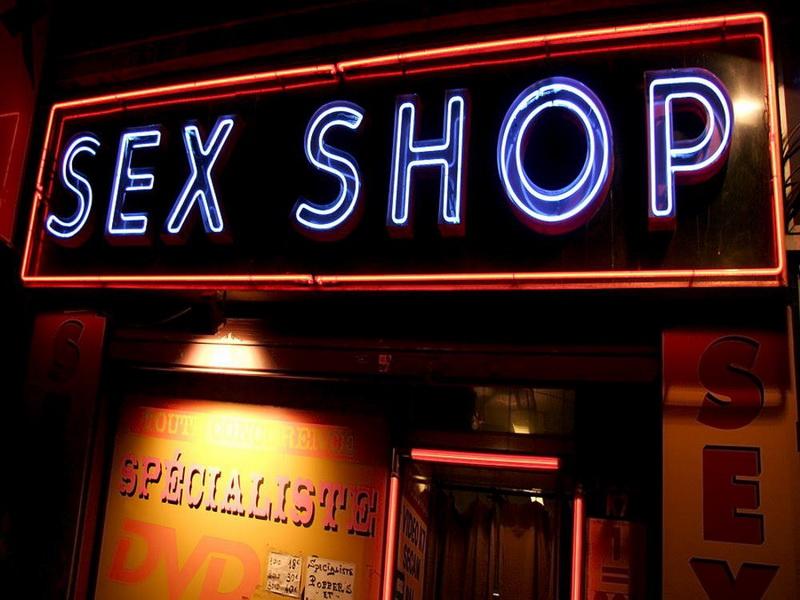 Первый раз в секс шопе - однажды в интим магазине